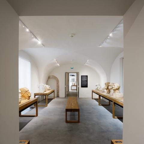 Salle des portraits du parcours Dardé © Vincent Fillon